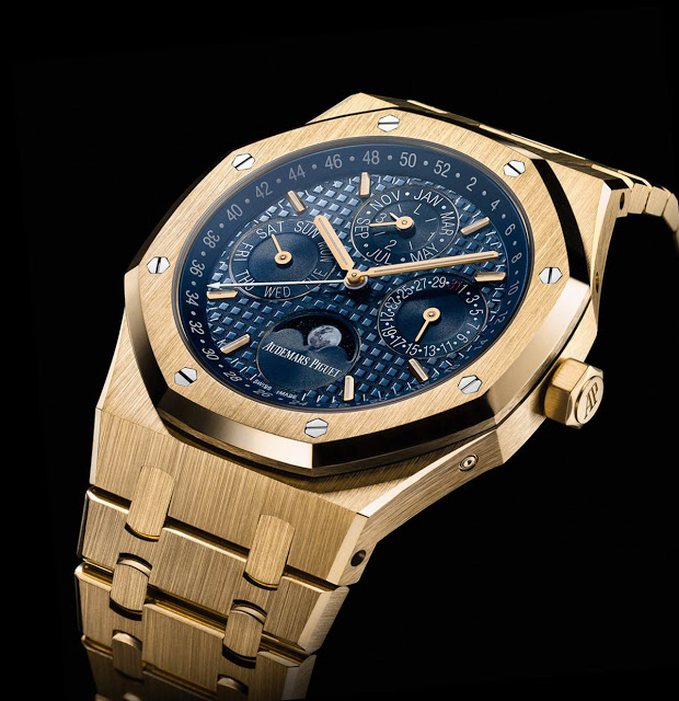Audemars-Piguet-Royal-Oak-Perpetual-Calendar-Yellow-Gold-3q