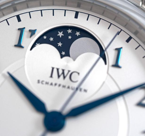 The silver-plated dials copy IWC Da Vinci 36 IW459306 watches have Arabic numerals and moon phases.