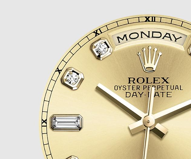 The 36 mm replica Rolex Day-Date 36 118238 watches have champagne dials.