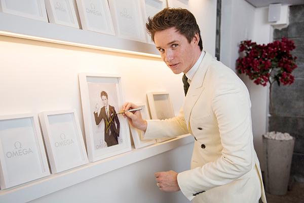 The wonderful replica Omega Constellation Globemaster 130.53.39.21.02.001 watches are the same with Eddie Redmayne.