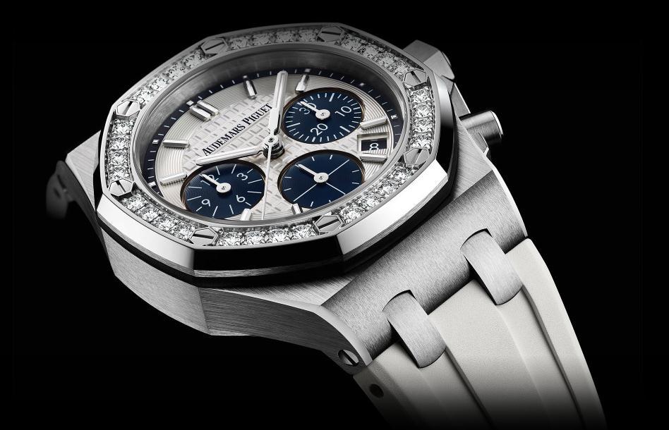 The 37 mm copy Audemars Piguet Royal Oak Offshore 26231ST.ZZ.D010CA.01 watches have silvery dials.