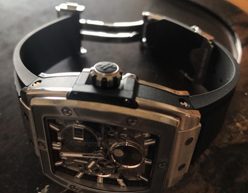 The water resistant copy Hublot Spirit Of Big Bang 647.NX.1137.RX watches have black rubber straps.