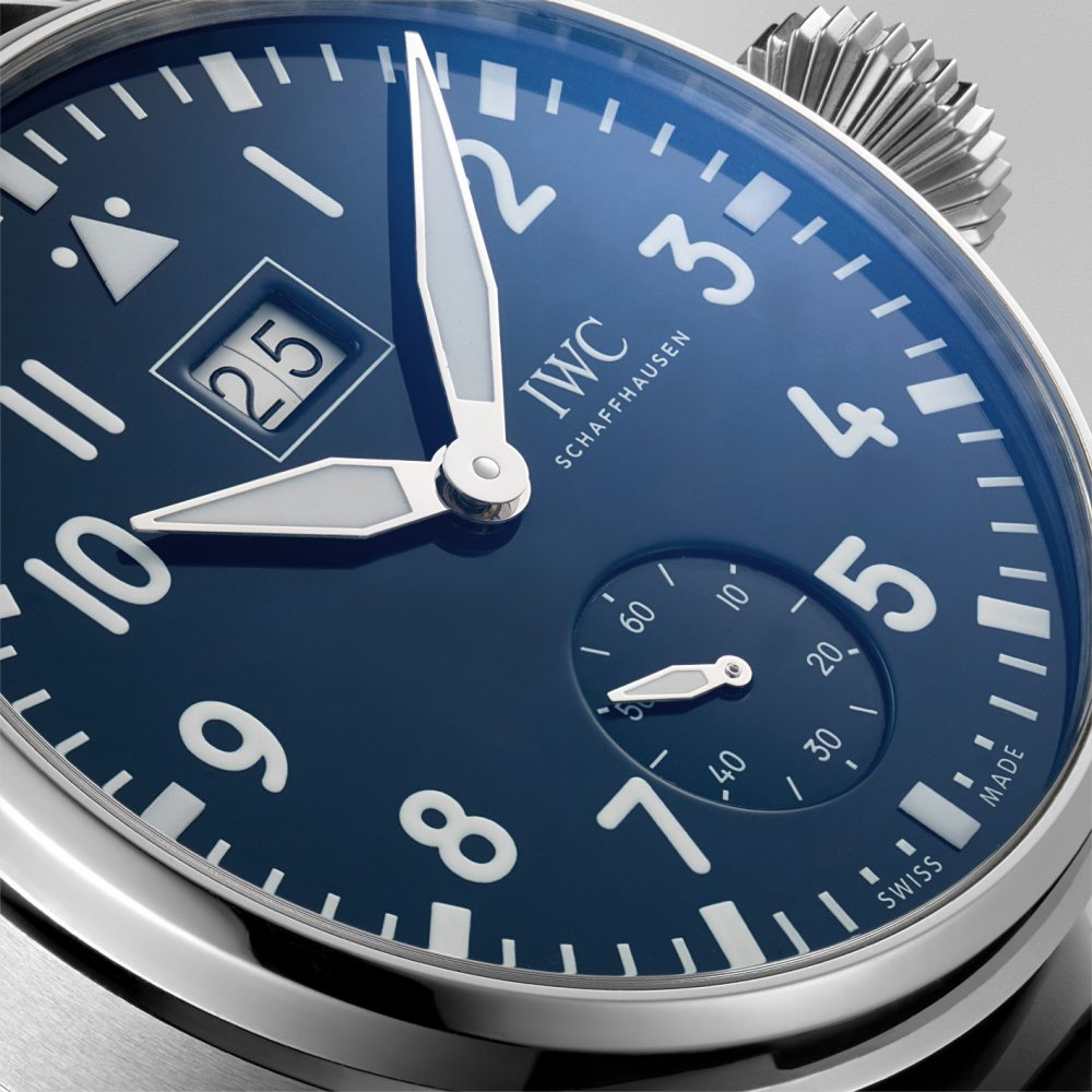 The 46.2 mm fake IWC Big Pilot's watches IW510503 have blue dials.