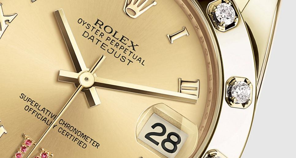 The 34 mm replica Rolex Pearlmaster 34 81318 watches have champagne dials.