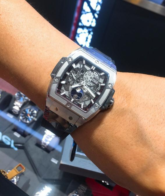 The durable replica Hublot Spirit Of Big Bang 647.NX.1137.RX watches are designed for men.