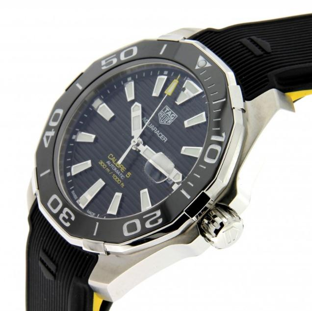 The 43 mm copy TAG Heuer Aquaracer WAY201A.FT6069 watches have black dials.