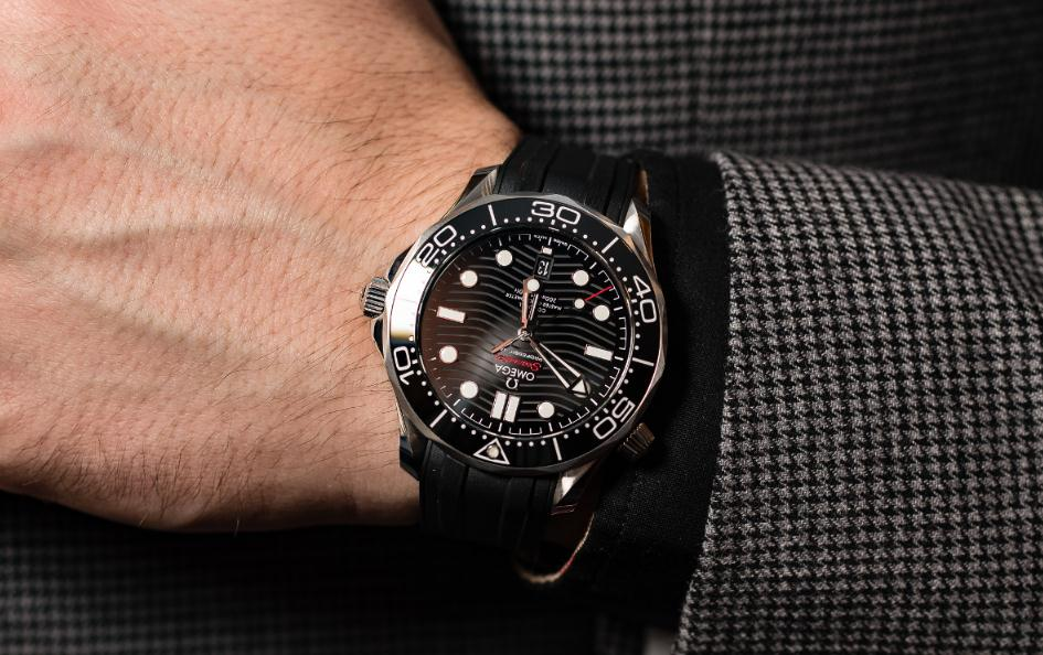 The water resistant fake Omega Seamaster 300M 210.32.42.20.01.001 watches are designed for divers.