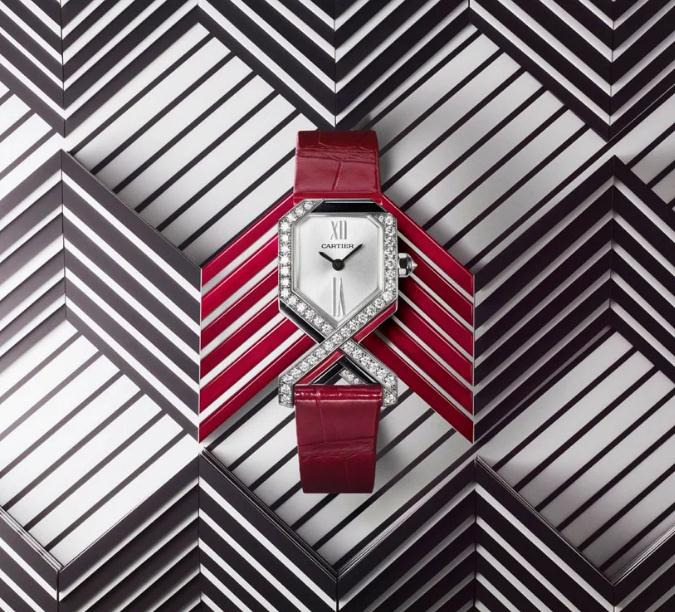The red leather straps copy watches are decorated with enamels.