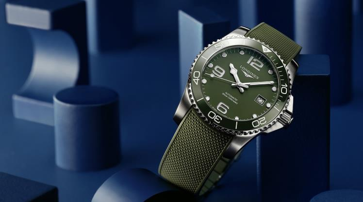 The green dials copy watches have green straps.